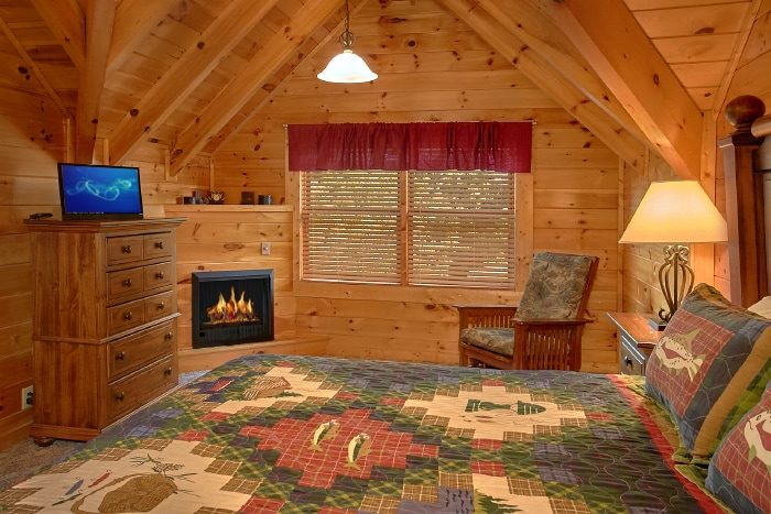 Cabin with King bedroom, Fireplace ad Jacuzzi - Lookin Up