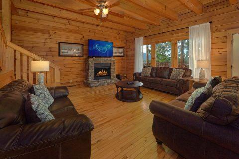 6 Bedroom 7 1/2 bath Cabin Sleeps 22 - Lookout Lodge