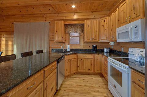 Luxurious 6 Bedroom Cabin Sleeps 22 - Lookout Lodge