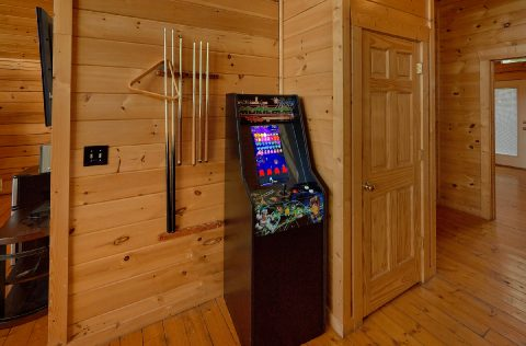 Arcade Games 6 Bedroom 7 1/2 Bath Sleeps 22 - Lookout Lodge