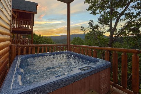 6 Bedroom Cabin with Hot Tub and Views - Lookout Lodge
