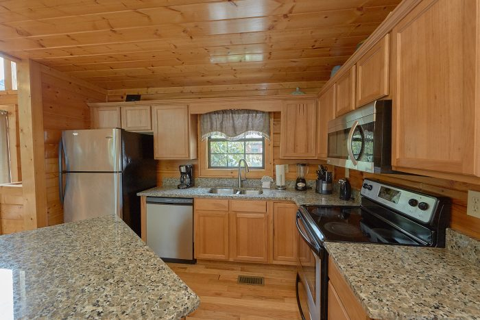 Large Kitchen with Stainless Steel appliances - Lookout Point