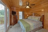 Spacious 4 bedroom cabin with 4 King beds