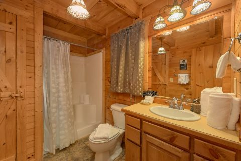 1 Bedroom Cabin Sleeps 4 - Love Without End