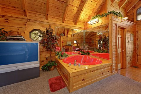 Romantic Heart Shaped Jacuzzi - Lover's Lane