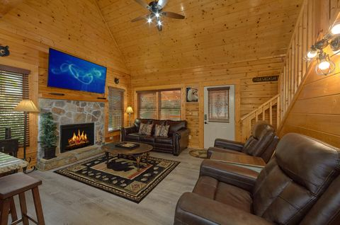 Pigeon Forge 2 Bedroom Cabin with Gas Fireplace - Lovers Paradise