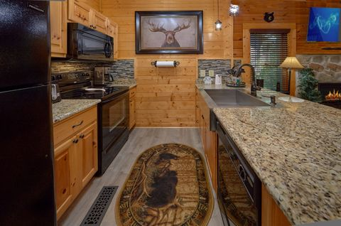 Pigeon Forge Cabin with Fully Equipped Kitchen - Lovers Paradise