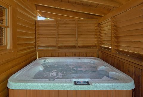2 Bedroom Cabin in Arrowhead Resort with Hot Tub - Lovers Paradise
