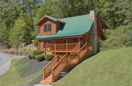 Growly Bear: 2 Bedroom Pigeon Forge Cabin Rental