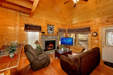 Cabin with Living Room Fireplace - Lovers Paradise