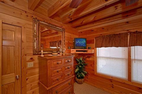 2 Bedroom Cabin with TV's in the Bedrooms - Lucky Break