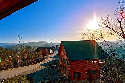 Premium 2 Bedroom Cabin with Mountain Views - Lucky Break