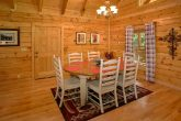 Luxury Cabin with Kitchen and Dining Table