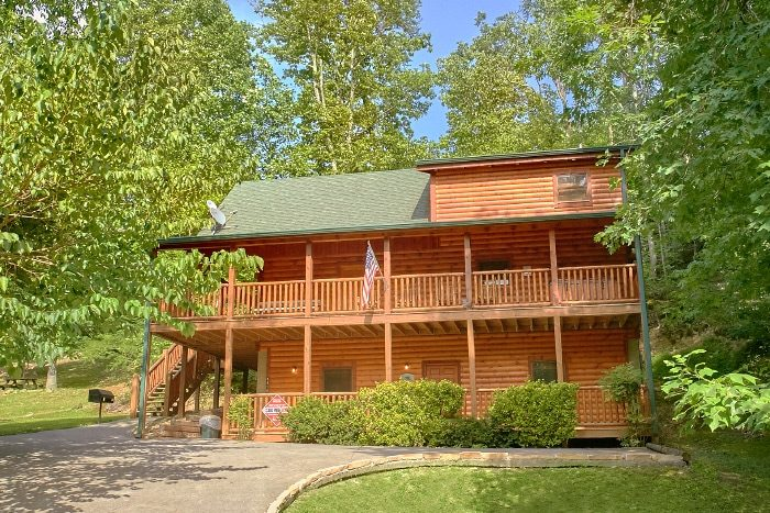 Luxury Cabin with Wooded Views - Lucky Logs Lodge