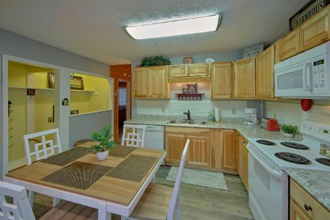 Fully Equipped Kitchen 3 Bedroom Sleeps 6 - Majestic Heights