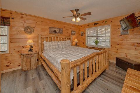 Main Floor Master Suite 3 Bedroom Cabin - Majestic Heights