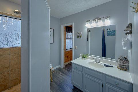 MAster Suite Bath Room 3 Bedroom Sleeps 6 - Majestic Heights