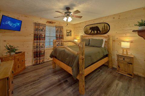 Main Floor King Bedroom 3 Bedroom Sleeps 6 - Majestic Heights