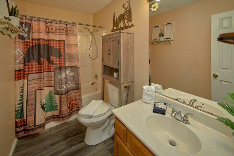 MAon Floor 2nd Bath Room 3 Bedroom Sleeps 6 - Majestic Heights