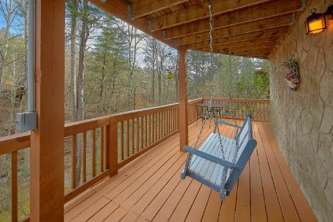 Covered Porch with Swing 3 Bedroom - Majestic Heights