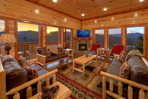 6 Bedroom Cabin with Gas Fireplace and WiFi - Majestic Mountain Splash
