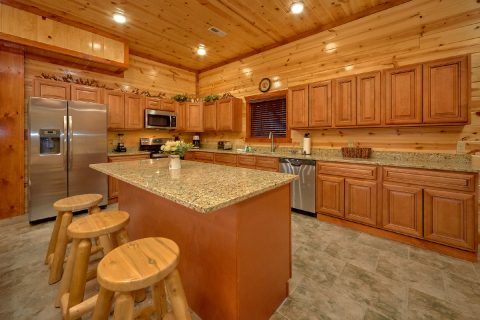 Luxury 6 Bedroom Cabin with Bar and Full Kitchen - Majestic Mountain Splash