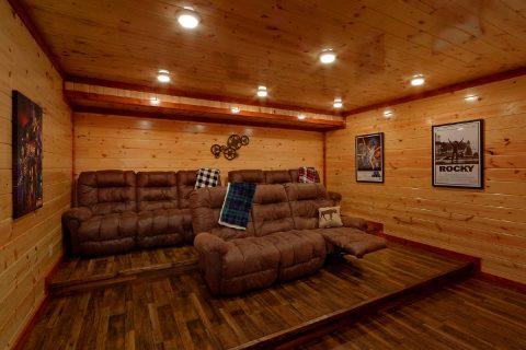 Large Cabin with Theater Room Sleeps 17 - Majestic Mountain Splash