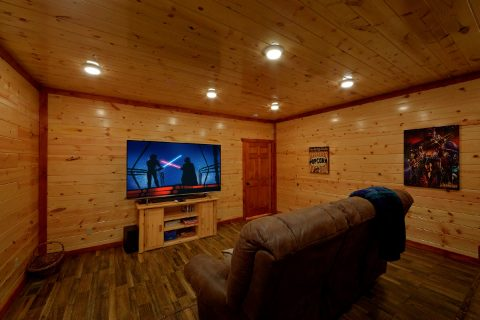 Luxury Cabin with Theater Room Sleep 17 - Majestic Mountain Splash