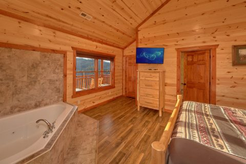 Master Bedroom with King Bed and Jacuzzi - Majestic Mountain Splash