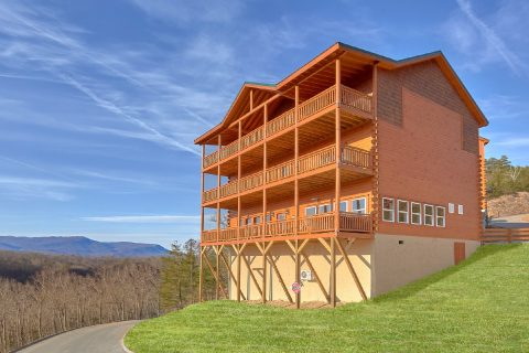New 6 Bedroom Cabin with Great Mountain Views - Majestic Mountain Splash