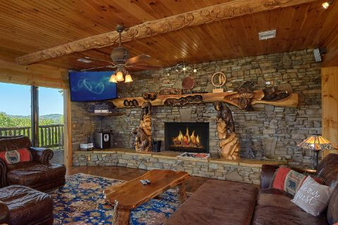Luxurious living room in 5 bedroom cabin - Majestic Peace
