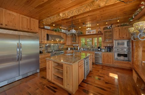 Luxury 5 bedroom cabin with oversize kitchen - Majestic Peace