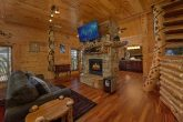 5 bedroom cabin with fireplace in Master Bedroom