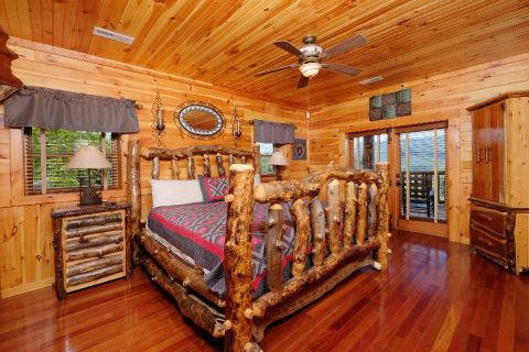 King bed in Master Suite at 5 bedroom cabin - Majestic Peace