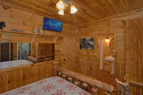 Luxurious 5 bedroom cabin with private bathrooms - Majestic Peace