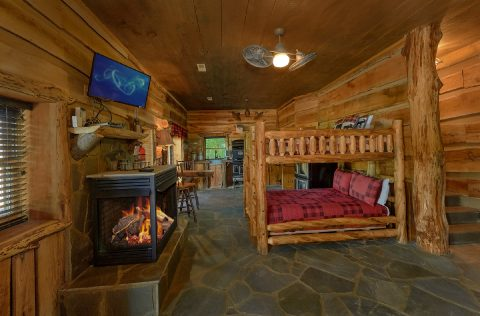 Cabin with bunk beds, 2 Kitchens and Fireplace - Majestic Peace