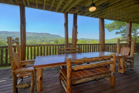 Outdoor Dining Area overlooking Mountain Views - Majestic Peace