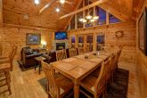 5 Bedroom cabin with Spacious Dining Room