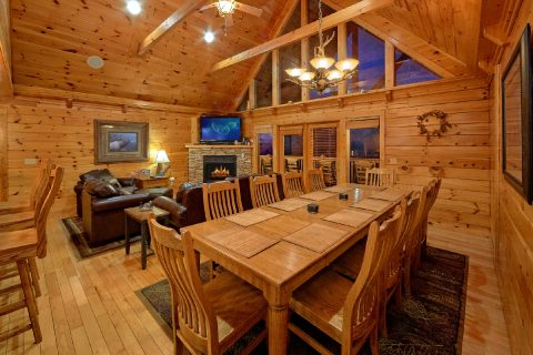 5 Bedroom cabin with Spacious Dining Room - Majestic Point Lodge