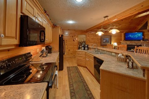Gatlinburg Cabin with Large Family Size Kitchen - Majestic Point Lodge
