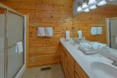 Luxury Cabin with King beds and private bathroom