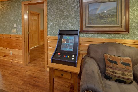 Luxury Gatlinburg Cabin with 2 Arcade Games - Majestic Point Lodge