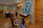 Luxurious 5 bedroom cabin with Game Room