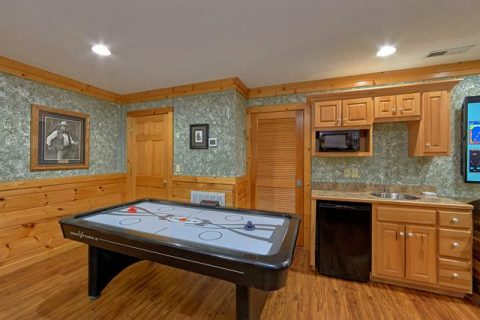 Gatlinburg Cabin with Pool table and Air Hockey - Majestic Point Lodge