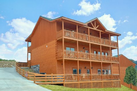 6 Bedroom Cabin with View Sleeps 17 - Majestic Splash
