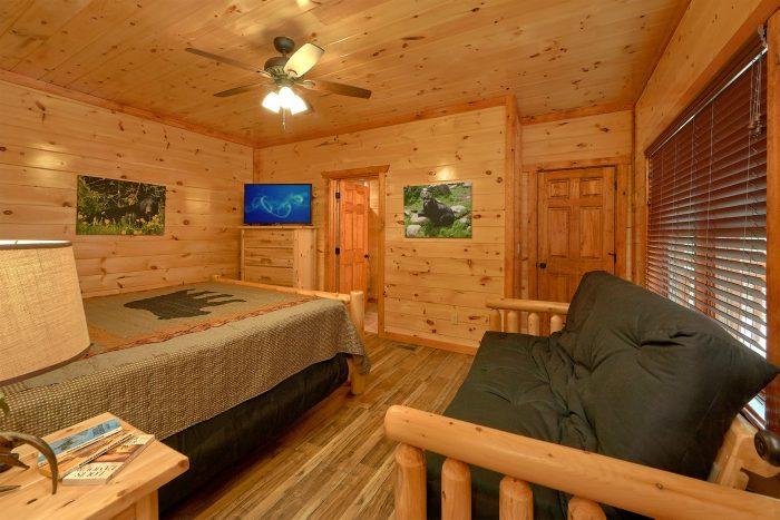 King Bedroom with Flatscreen TV - Majestic Splash
