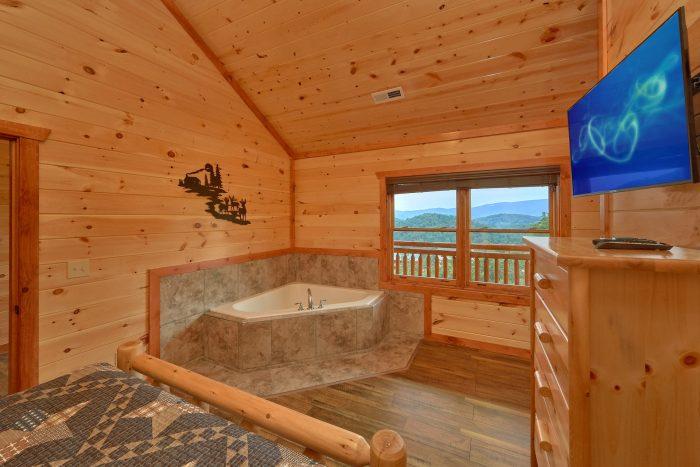 Queen Bedroom with Jacuzzi and Flatscreen TV - Majestic Splash