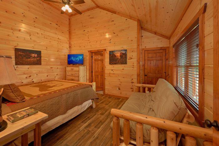 King Bedroom with Flatscreen TV and Futon - Majestic Splash