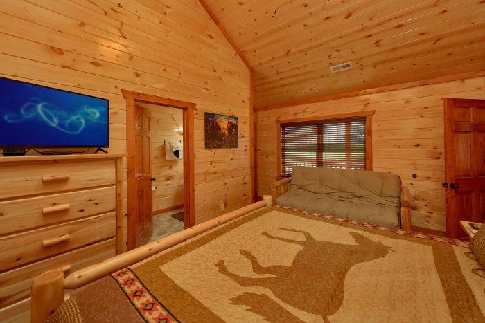 King Bedroom with Connecting Full Bathroom - Majestic Splash
