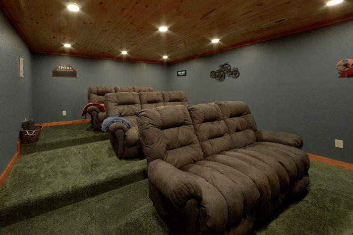 Luxury 6 Bedroom Cabin with Theatre Room - Majestic Splash